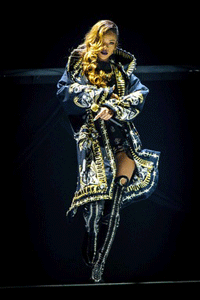 Rihanna-Diamonds-World-Tour-3-png